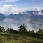 Melihat Indahnya Danau dari Ketinggian Cuma Ada di Puncak Lawang