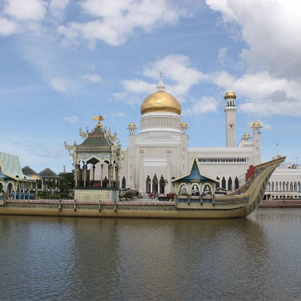 Dekat dan Bebas Visa, Apalagi yang Menarik dari Brunei