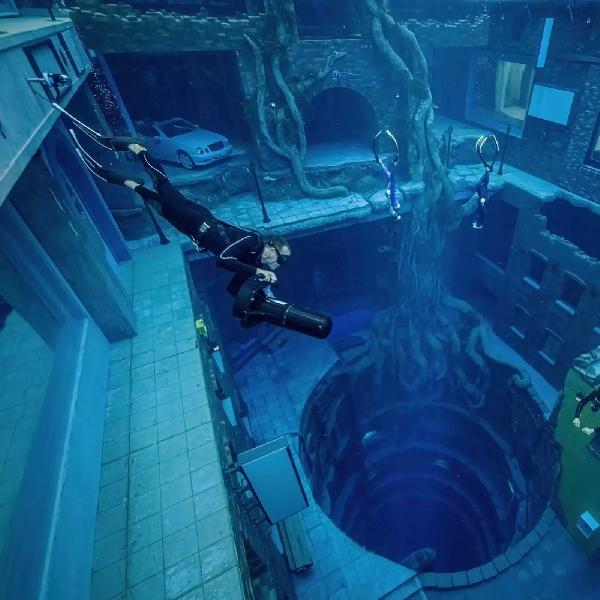 """Deep Dive Dubai"" Kolam Renang Terdalam Di Dunia"