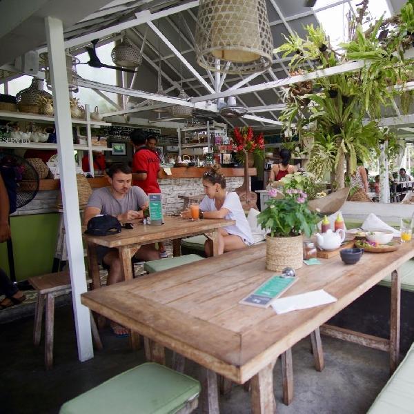 Sensasi Makan di Tengah Sawah Ala Nook