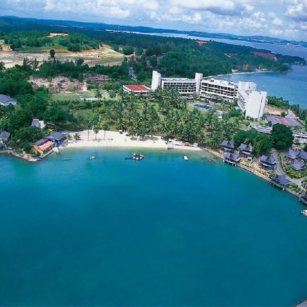 Pantai Nongsa, Hiburan Pantai yang Tenang dan Bernuansa Metropolis di Batam