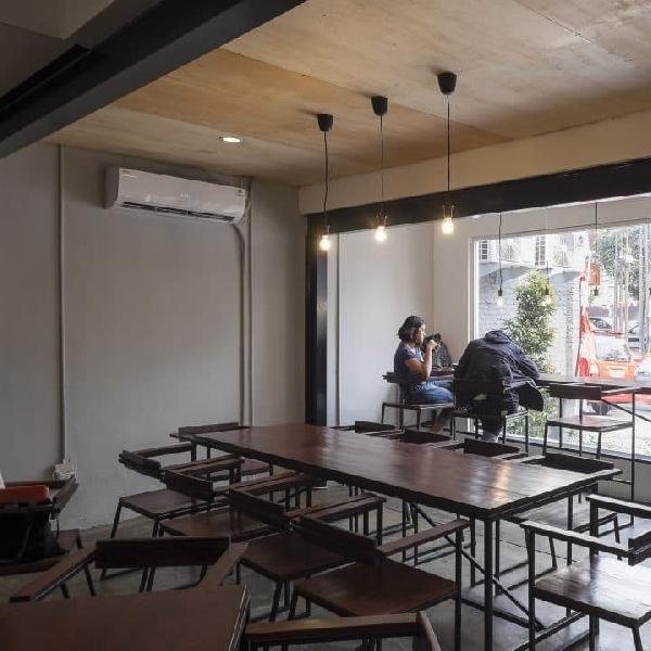 Menunggu Kemacetan Dengan Bersantai di Pikul Coffee & Roaster