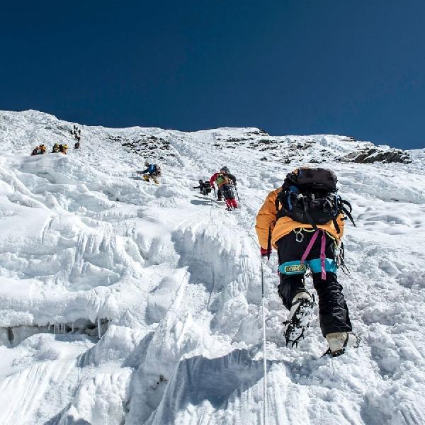 Cerita Perjuangan Sherpa Bawa Wi-Fi ke Everest