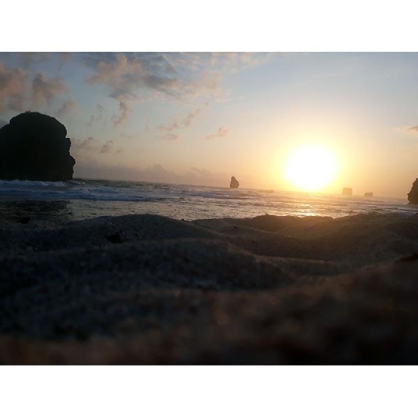 Indahnya Sunset Pantai Goa Cina Bulat Merona Sempurna