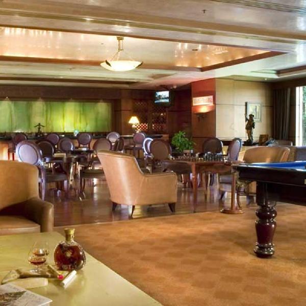 Churchill Wine and Cigar Bar, Tempat Terbaik untuk Menimati Wine
