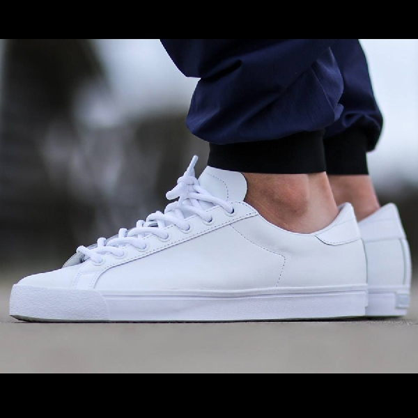 3 Sneaker All White Siap Sambut Leisure Time dengan Stylish