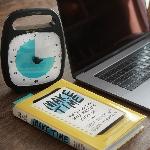 """Buku """"Make Time"""": Bukan Menciptakan, Tetapi Meluangkan Waktu"""
