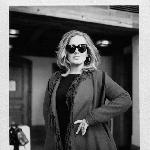 Mengharukan, Adele Kunjungi Penggemarnya yang Sakit Keras
