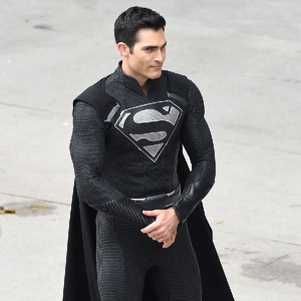 Justice League Versi Snyder Tampilkan Kostum Hitam Superman