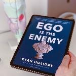 """Taklukkan Diri Sendiri Lewat """"Ego Is The Enemy"""" Karya Ryan Holiday"""