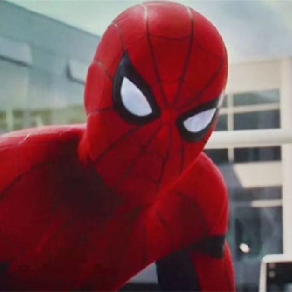 Tom Holland Bagikan Foto Adegan Spider-Man 'Homecoming'