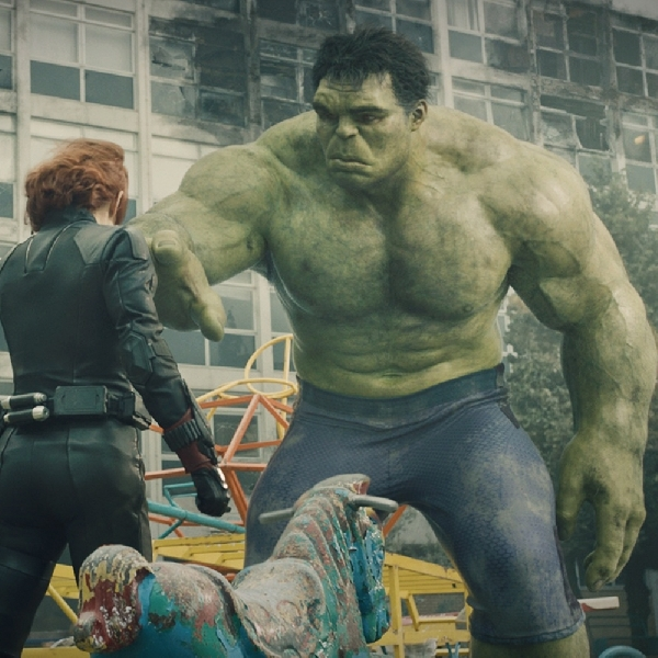Emosional, Hulk Dan Black Widow Reunian Di Avengers Ke-3