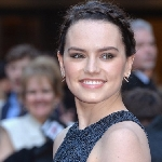 Daisy Ridley Gantikan Angelina Jolie di Film Tomb Raider
