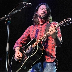 Foo Fighters Nyanyikan Lagu Baru Di Gelaran Amal