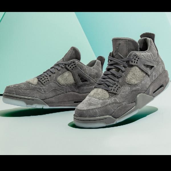 Kaws Air Jordan 4s, Sneaker Collectors Item ala Street Art