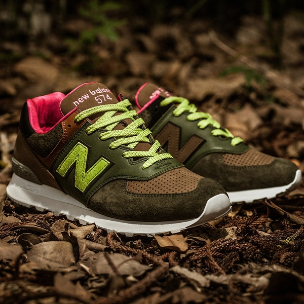Kuartet Sneakers Anyar dalam New Balance 574 Iconic Collaboration