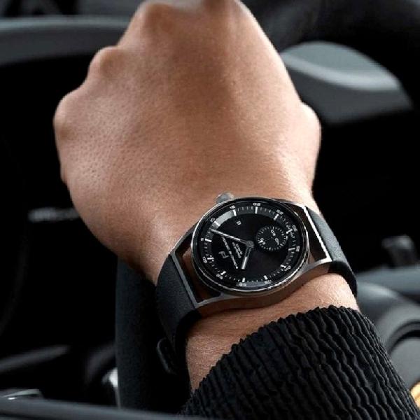 Porsche Design Umumkan Jam Tangan Sport Chrono Subsecond yang Lebih Kecil