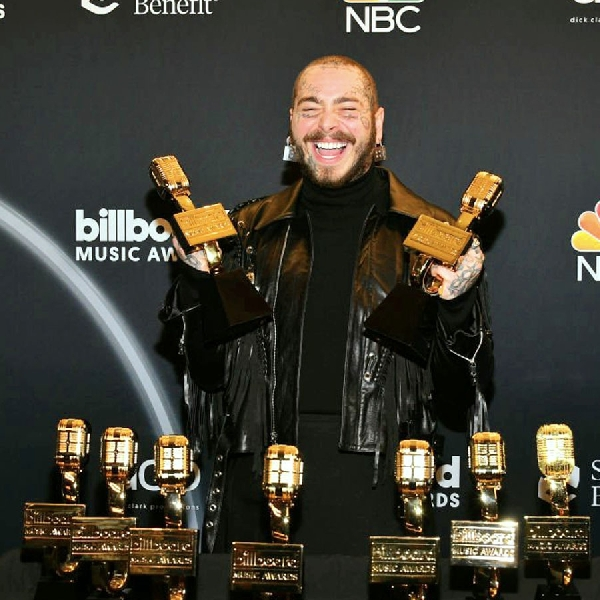 Post Malone Rajai Billboard Music Awards dengan 9 Piala