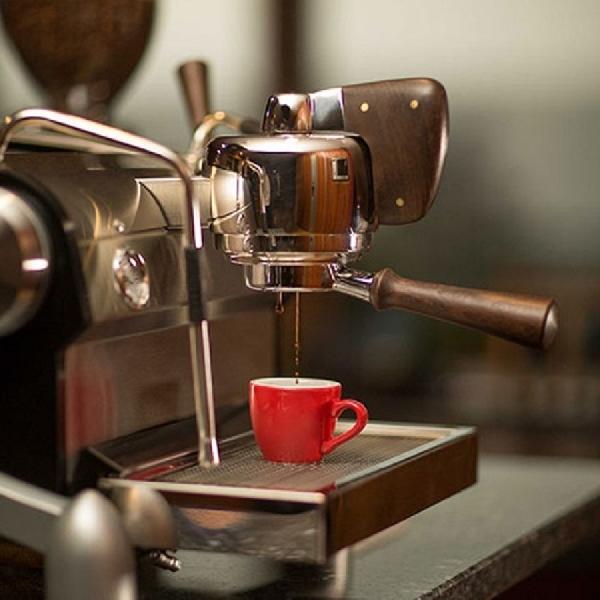 Menikmati Kopi dari Mesin Espresso Slayer