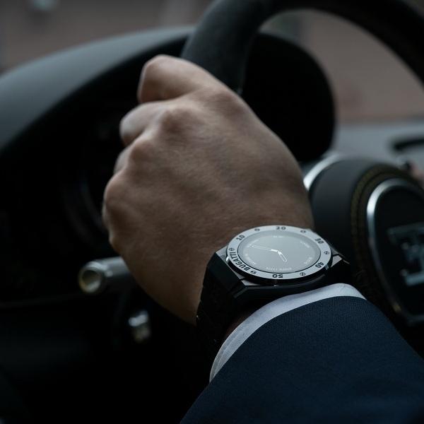Smartwatch Termewah di Dunia Buatan Bugatti, Harganya Hanya $899