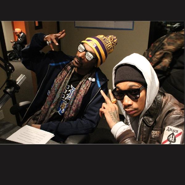 Snoop Dogg dan Wiz Khalifa Keluarkan Single Baru 'Kush Ups'