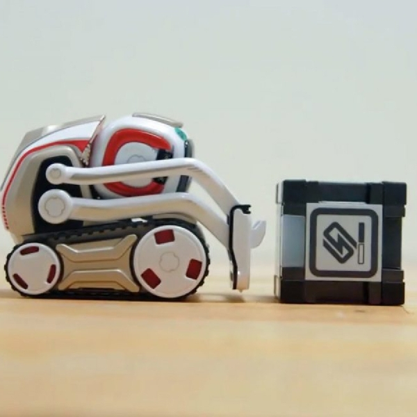 Dibekali AI, Robot Mini Ini Bisa Beri Beragam Ekspresi