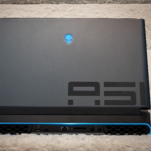 Alianware Area-51M, Laptop Besar Dengan Kemampuan Giga
