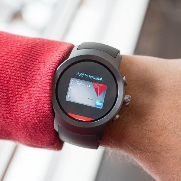 Bawa Android Wear 2.0, Smartwatch Ini Bisa Telepon Tanpa Smartphone