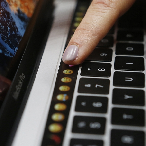 MacBook Pro Terbaru Dibekali Touch Bar dan Touch ID 2nd Gen