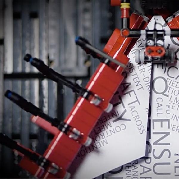 ePesawat Kertas Ini Gunakan Mesin Lego Untuk Terbang