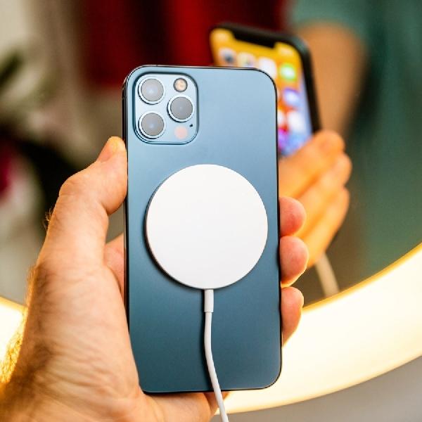 Brasil Meminta Apple Lengkapi Box iPhone 12 Dengan Pengisi Daya