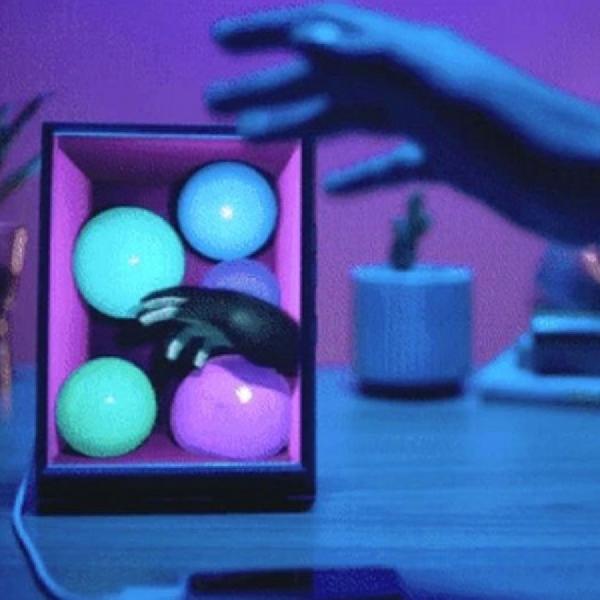 Gadget Ini Mengubah Foto Potret iPhone Menjadi Hologram