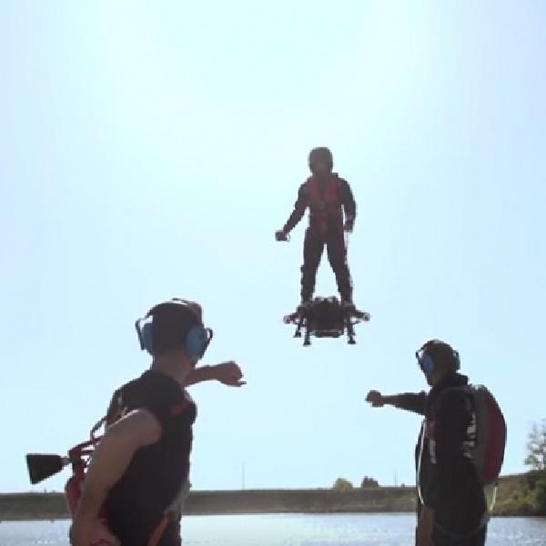 Mirip Iron Man, Papan Ini Bisa Bermanuver di Udara