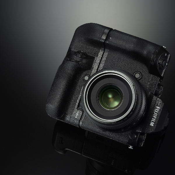 Bawa Sensor Format Medium, Ini Mirrorless Penjegal Hasselblad X1D