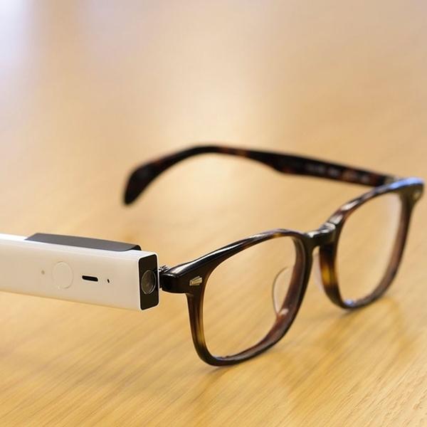 Keren, Kacamata Ini Bisa Motret dengan Kedipan Mata