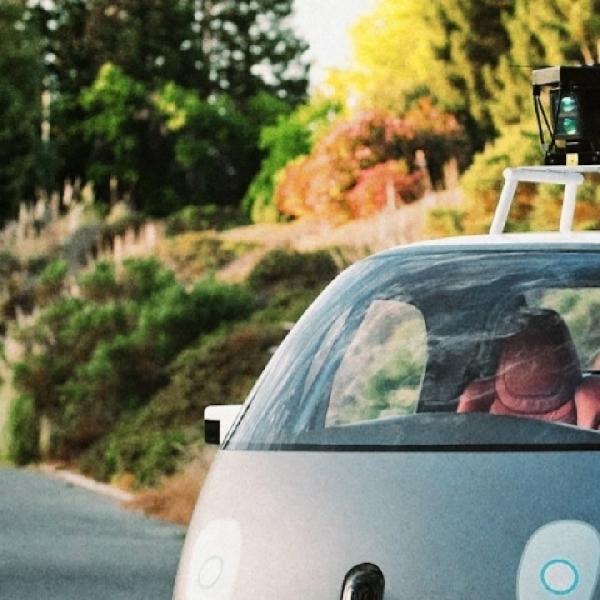 Komputer Mobil Otonom Google Resmi Jadi Pengemudi Bersertifikasi