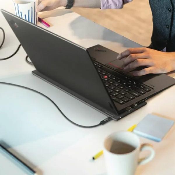 Lenovo Mengeluarkan Wireless Charger Untuk Laptop