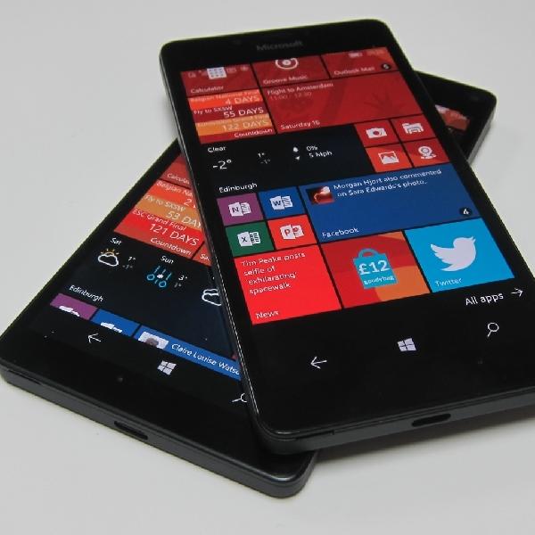 Bawa Senjata Berat, Surface Phone Melantai Tahun Depan