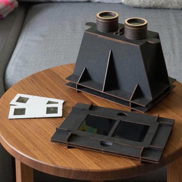 Mengambil Gambar 3D Dengan Kamera Minuta Stereo Buatan Kayu Retro
