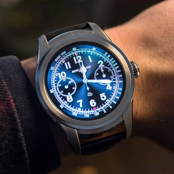 Jegal Tag Heuer, Montblanc Kenalkan Smartwatch Summit