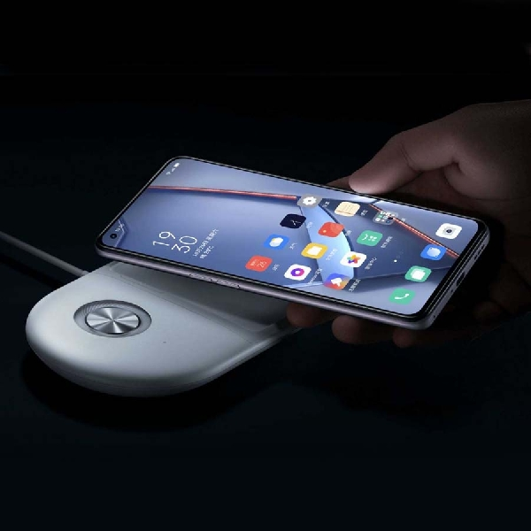 Susul Xiaomi dan Motorola, Oppo Pamerkan Teknologi Wireless Charging