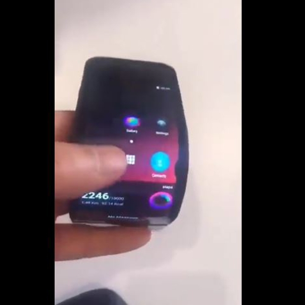 Lenovo Buat Video Demo Ponsel Lipat