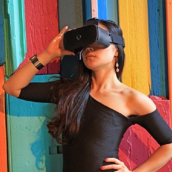 Headset VR Ini Bisa Tampilkan Expresi Wajah Ke Dunia Maya