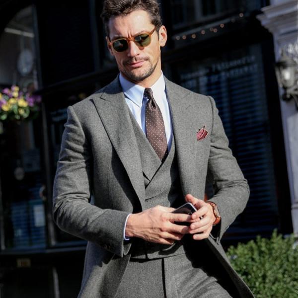 3 Outfit yang Wajib Dibawa saat Perjalanan Bisnis