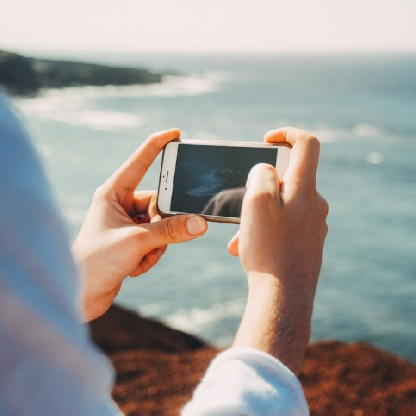 Tips Membawa Smartphone Agar Liburan Makin Mengasyikkan