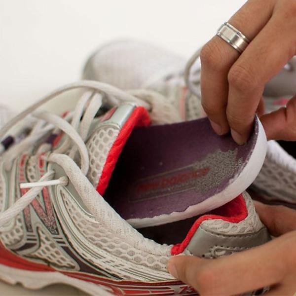 10 Tips Agar Sneakers Tidak Berbau