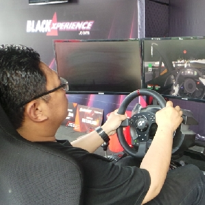 Black Virtual Racing Xperience - Sensasi Balapan Virtual di BlackAuto Battle Solo 2017