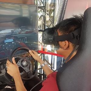 Rasakan Adrenalin Kebut Mobil Simulasi di BlackVirtual Racing Xperience