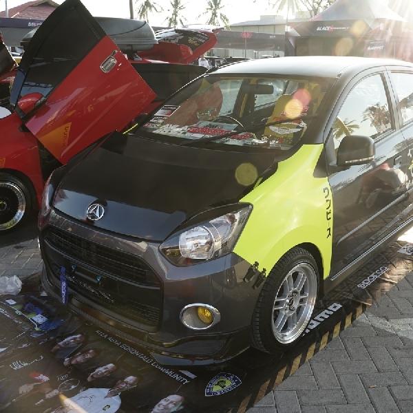 Toyota Agya Club Ramaikan BlackAuto Battle Manado