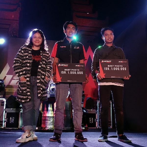 Kedua Pemenang BlackShot Challenge Menggunakan Smartphone untuk Hasil Terbaiknya